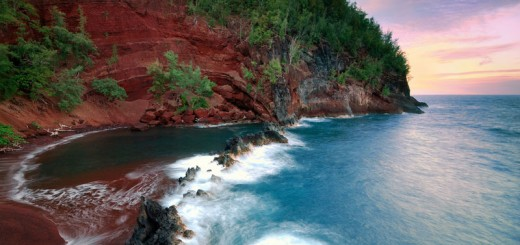 kaihalulu-red-sand-beach-maui